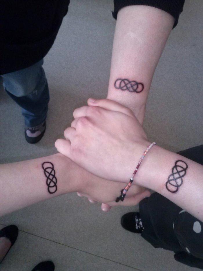 → ( Aimer à l'infini c'est beau ; Mais nous Trois , C'est bien plus que ça ! ) ← ❤