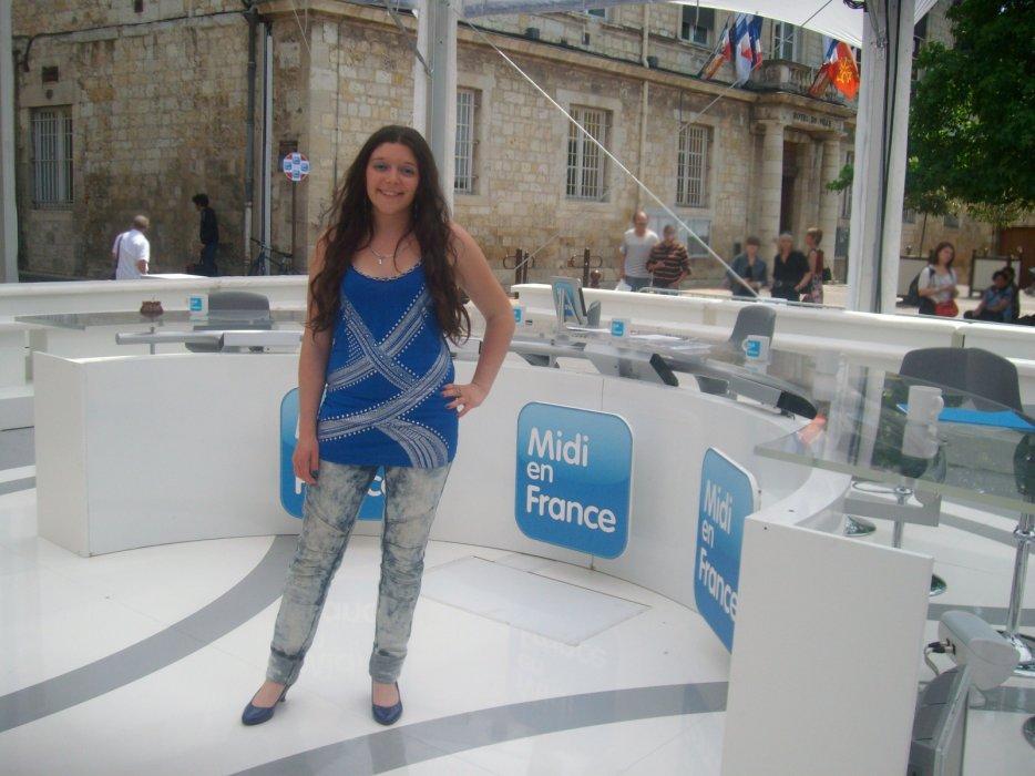 Avec miss Aquitaine; sur le plateau de midi en france; avec Lulu.