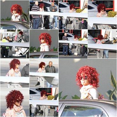 Rihanna a été apercue prenant un avion à un aérodrome de Los Angeles, dont la destination reste inconnue. Les photos sont d'ores et déjà disponibles dans la galerie.