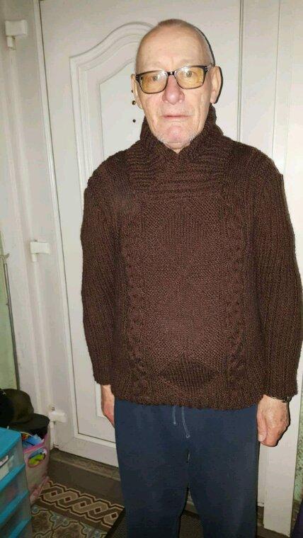 Papa avec son pull à col châle