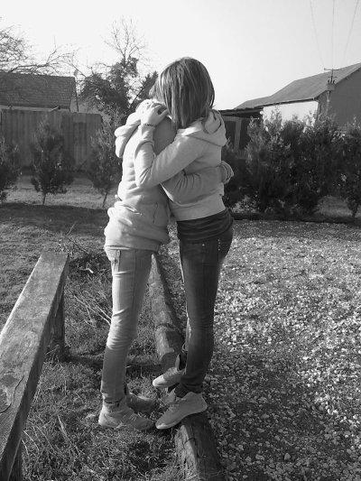 « Je tiens a elle; Plus que personne .. <3 » * Ma meilleure amie; la favorite dans mon coeur & de loin ..