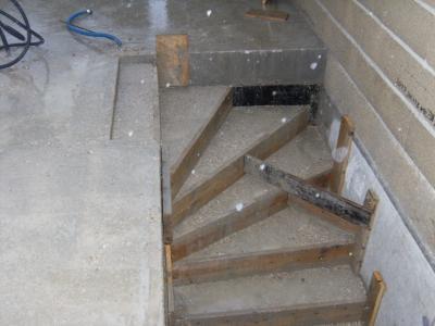 cr ation de l 39 escalier du sous sol construction maison moderne. Black Bedroom Furniture Sets. Home Design Ideas