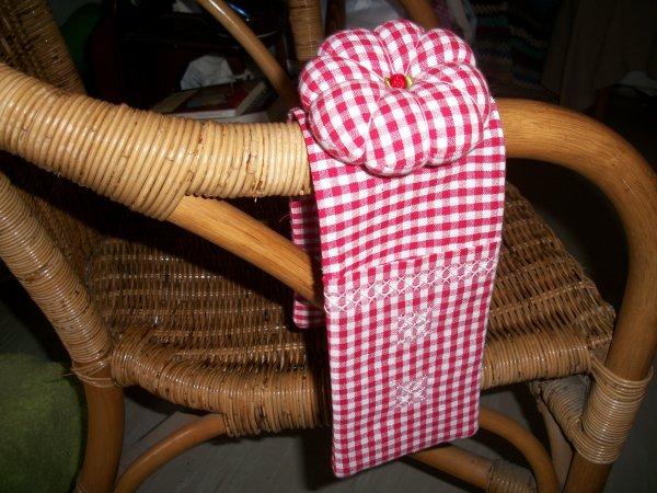 accessoire de brodeuse en broderie suisse