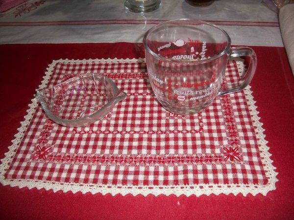 broderie suisse pour tapis de tasse