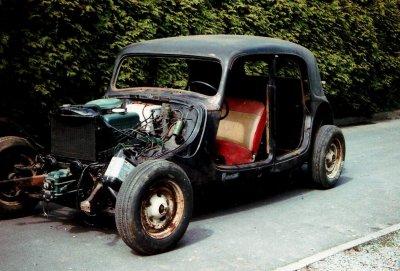 encore une ancienne Citroën traction 11bl
