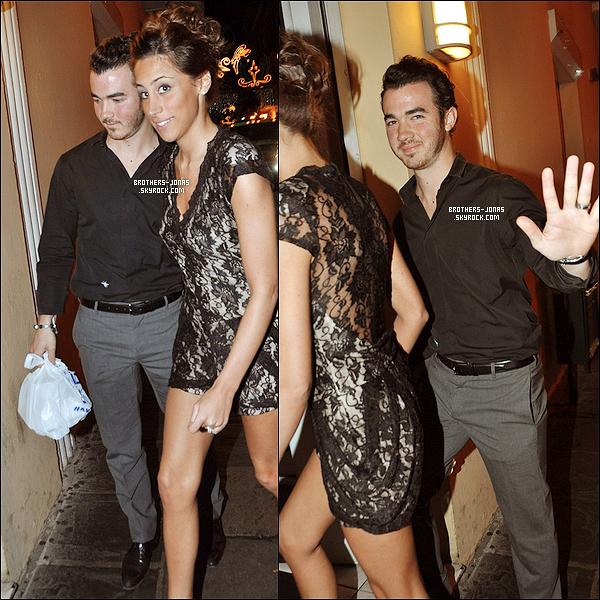 20/12/2011 :  Joe est donc revenu du Kenya , il a été vu à Manhattan ( New york). Top ?. Plus découvrez des photos de Kevin et Danielle rejouant un restaurant. + Toute la famille Jonas sera réunis lors de la première de Nick pour How To Succeed à NYC. Kevin Sr. l'a confirmé
