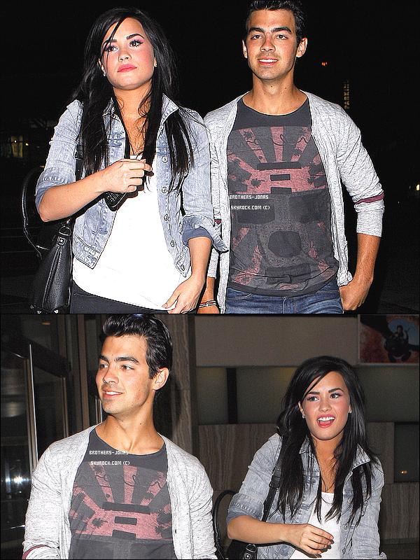 4 Avril 2010 : Retour en arrière .. Joe Et Demi Lovato Ont été vu quittant un Cinéma après avoir vu un Film à Hollywood.     __Pour quoi j'ai fais cet article ?    Ben écoutez j'ai un peu d'émotion par rapport à Jemi , Donc j'ai décidé de poste cet article En Mémoire de ce joli couple x) Je trouve qu'ils étaient super bien ensemble , Meme si certains disent que ce couple était Fake , Moi je ne trouve pas et je ne le pense pas. Je trouve qu'ils étaient amoureux , ils avaient pleins de choses en communs. Puis j'ai remarqué que depuis leur séparation demi L a vraiment changé. Je sais pas ce que vous en penser?. Sinon donnez moi votre avis sur ce joli couple!