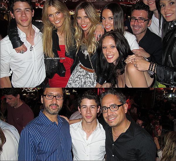 14 Mai 2011  :  D'anciennes photos datant de l'an dernier de Nelta dans le club Latin Jazz Night.