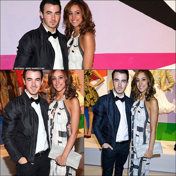 13/02/2012 : Kevin et sa femme, Danielle, se sont rendus ensemble à la Fashion Week de New York.