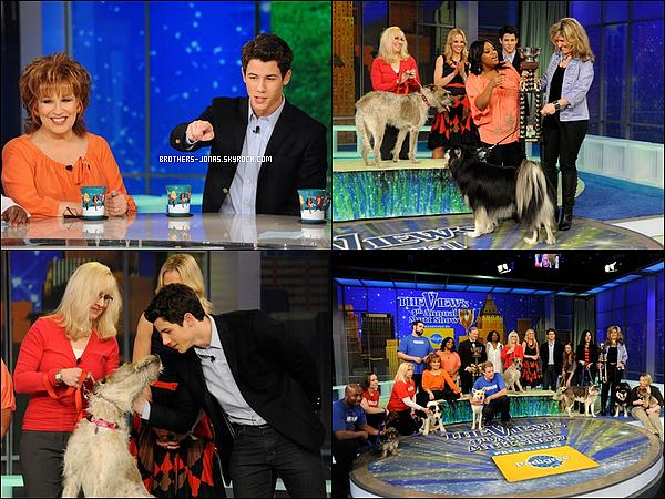 """17/02/2012 :  Nick Jonas était présent sur le plateau de l'émission """" The View """" en tant que co-présentateur."""