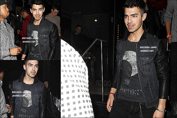22/02/2012 :   Joe Jonas  a été vu avec des amis quittant le restaurant  Katsuya à Hollywood (CA).