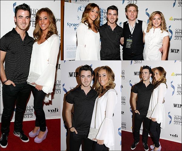 """17/04/2012  : Kevin et sa femme, Danielle, étaient à la première de """"Forgetting The Girl""""."""