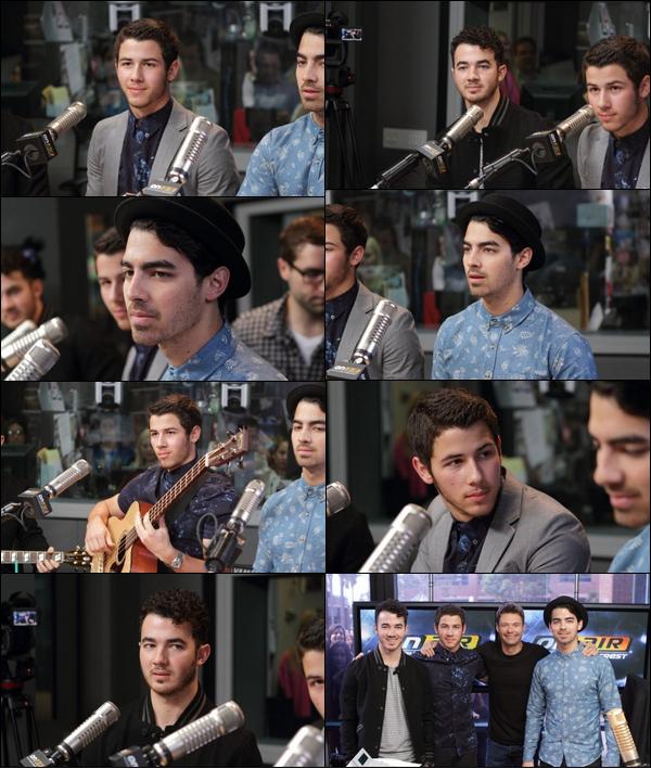 """02/04/2013 : Les Jonas Brothers étaient dans le studio lors de leur interview avec Ryan Seacrest à LA. Je vous annonce que  La tournée américaine des Jonas Brothers sera intitulé: """"Like The First Time Tour"""" Ecoutez Pom Poms"""