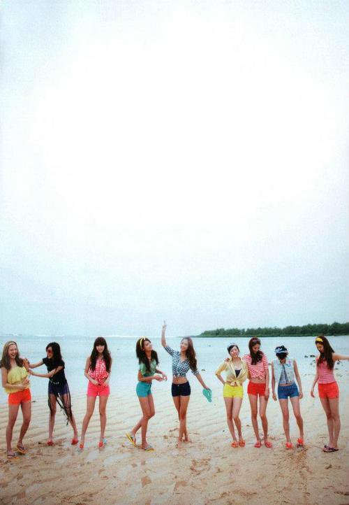 SNSD AT THE BEACH