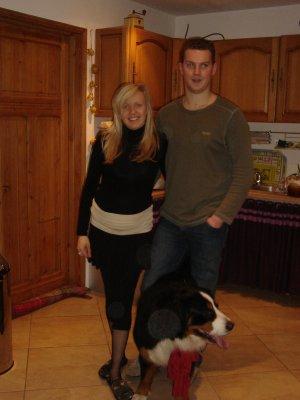 Nadège (la fille de mon ancienne famille d'accueil) son mari et son chien.