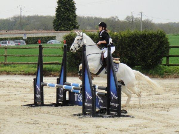 Lance ton coeur par dessus l'obstacle, ton cheval te suivra ♥