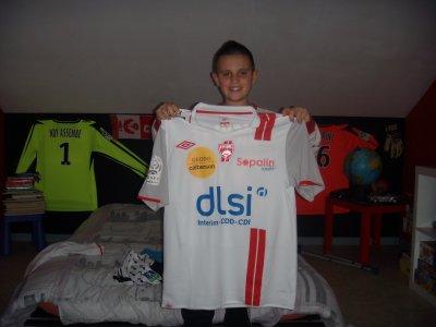 maillot du match asnl lyon 03 03 2012  daniel niculae remis a la fin du match