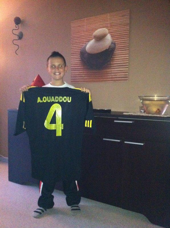 maillot du club d abdeslam ouaddou au quatar remis par lui super cadeau