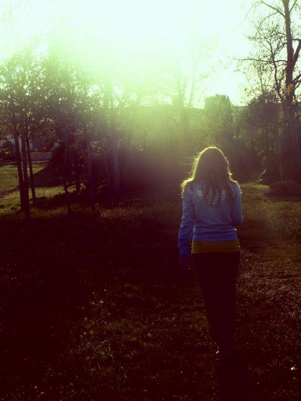 « Il est difficile de dire adieu quand on veut rester,compliqué de rire quand on veut pleurer, douloureux de baisser les yeux quand on veut regarder, mais le plus terrible est peut-être de devoir oublier quand on veut aimer... »