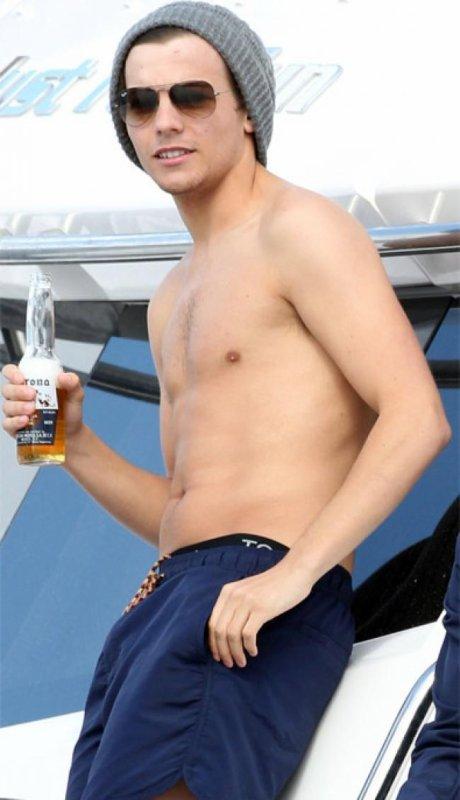 Louis tomlinson ...