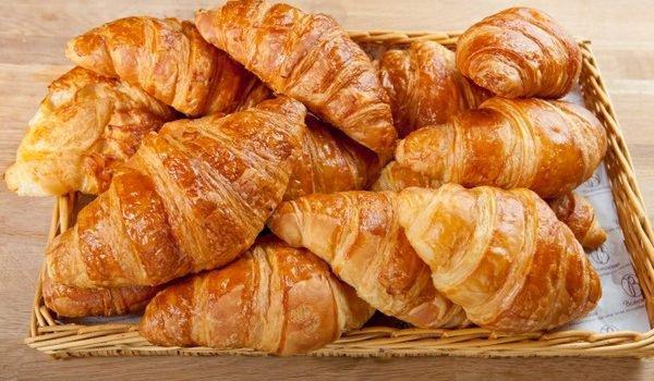Un bon week-end comence avec un doux petit déjeuner.