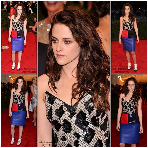 07.05.12: Kristen était présente au MET Gala à New-York comme prévu.  Cette robe n'est pas à mon goût, mais Kristen reste, comme toujours, magnifique.