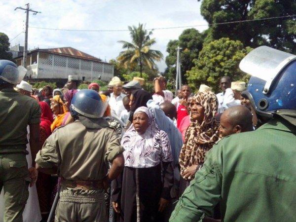 MANIF CONTRE L INJUSTICE AU COMORES TENTATIVE DE COUP D ETAT