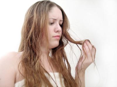 BEAUTÉ : Comment traiter les cheveux gras