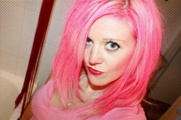 a enfin les cheveux rose!!!!