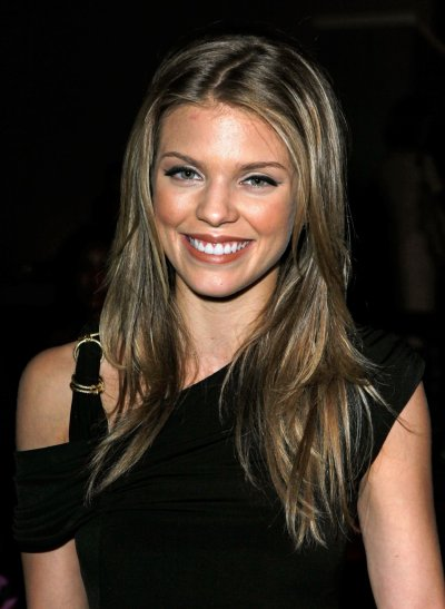 AnnaLynne McCord a déjeuné au Beverly Wilshire Four Season Hotel à Los Angeles, le vendredi 23 septembre 2011.