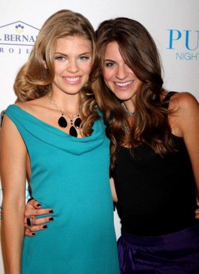 AnnaLynne McCord et sa soeur Rachel étaient présentes à l'événement Women's Rebuild à Las Vegas, le 3 octobre 2011.