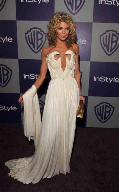 AnnaLynne McCord avait les seins bien en mains dans un décolleté vertigineux, le 15 juillet 2009.