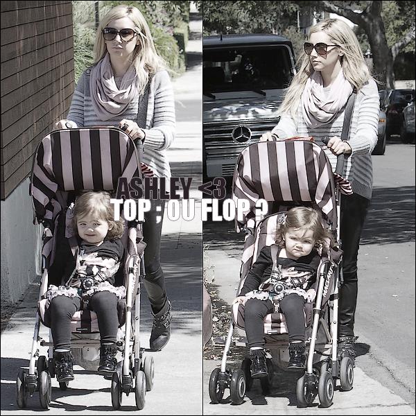 07/10/2011 ▬ Ashley magnifique comme toujours, promène sa nièce Mikayla en poussette.