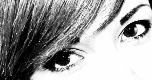 MzelLexUniike© : C'est toujours dans les yeux qu'on voit si les gens sont tristes ou heureux. Le regard, on ne peut pas le maquiller.