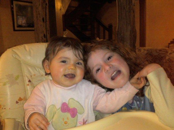 sarah et sa soeur nina (mes deux amours)