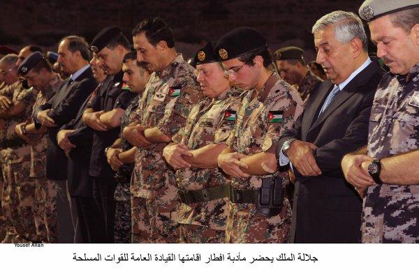 Actualité du 25/07/2012 (Le roi, le prince héritier et les forces armées)