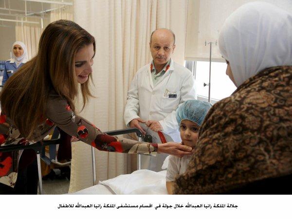 Actualité du 27/01/2013 (La reine à l'Hôpital pour enfant)