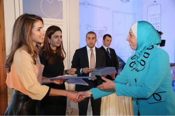 Actualité du 23/10/2013 (La reine Rania récompense)