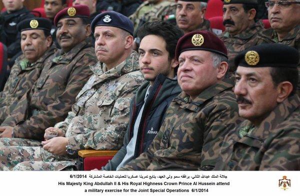 Actualité du 06/1/2014 (Le roi , le prince héritier et les militaires)