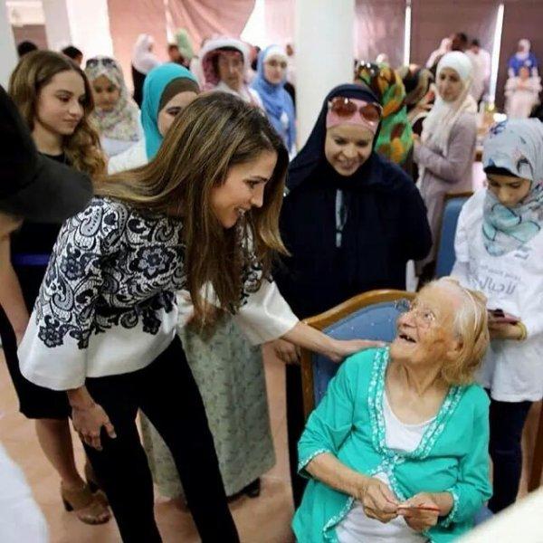 Actualité du 30/06/2014 (La reine et la princesse rendent visite)