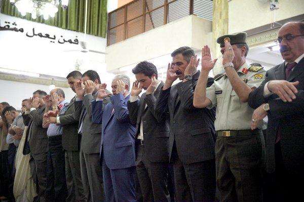 Prince héritier Hussein de Jordanie à la mosquée (photos)