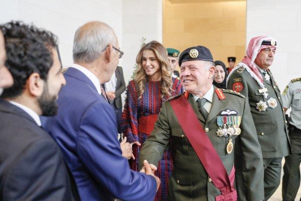 Actualité du 28/09/2017 (le roi et la présentation du drapeau)