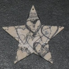 étoile avec des c½urs noirs en serviettage