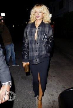 """Rihanna quitte le restaurant """"Giorgio Baldi"""" à Los Angeles après la cerémonie des grammy award's"""