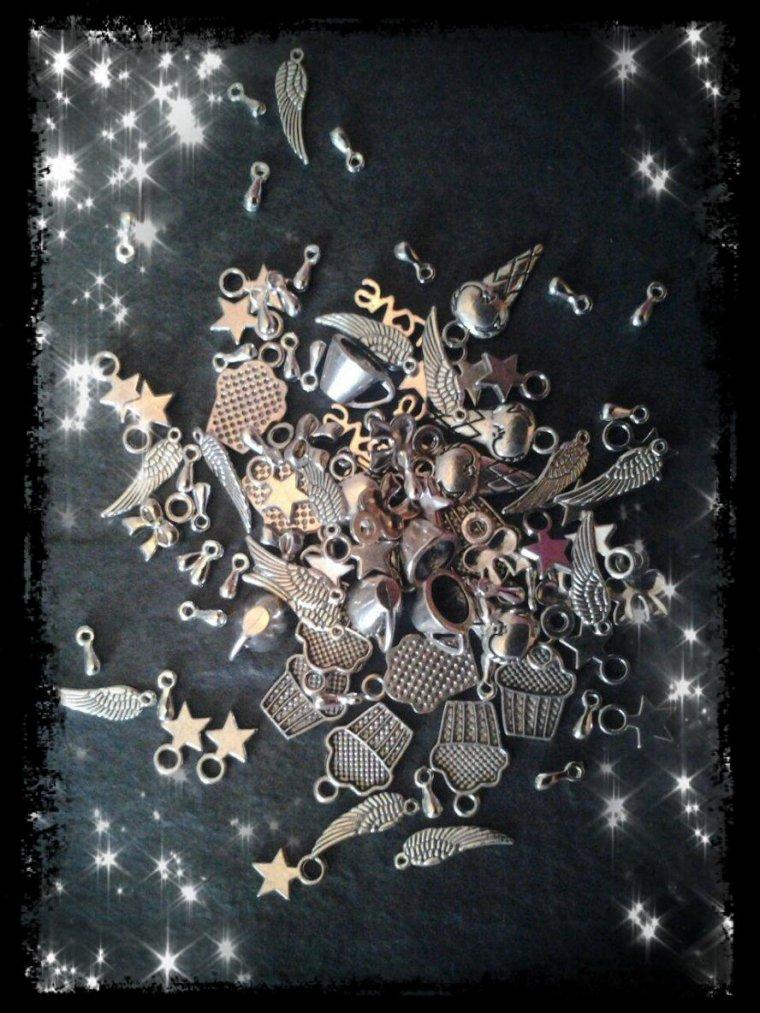 Revue breloque métal argenté