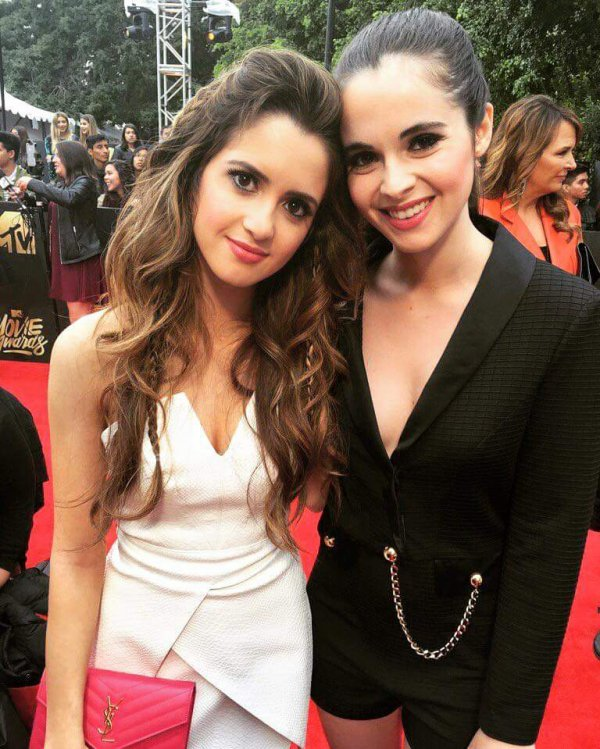 Laura & Vanessa Marano aux MTV Movie Awards 2016