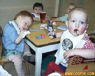 Partie de poker entre les jeunes