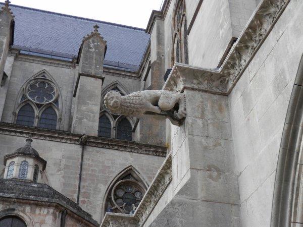 90.2 - Détails vus du cloître de la cathédrale St Etienne de Toul(54)
