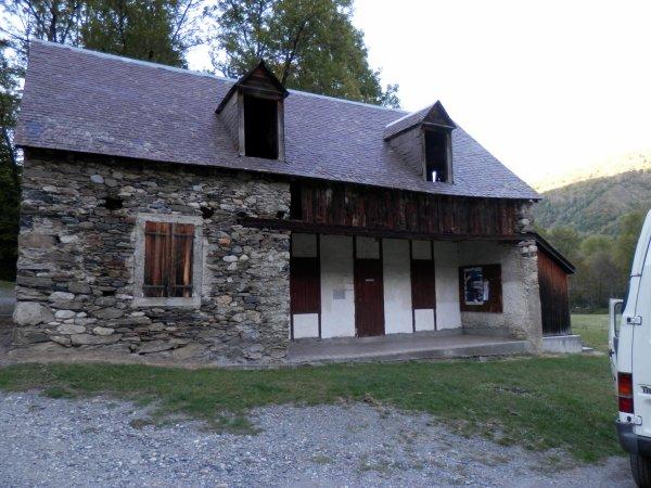 99.2 -Autour de l'Eau, au fond de la vallée du  Louron (65) - Les bains de Saoussas
