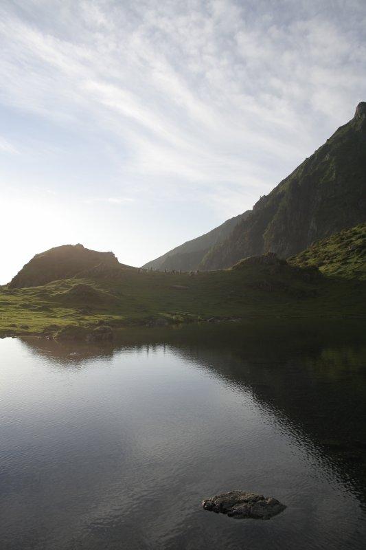 124 - Il y a le ciel , le soleil et le lac ...